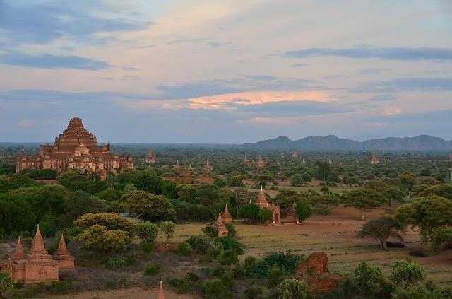 ダマヤンヂー寺院と平原