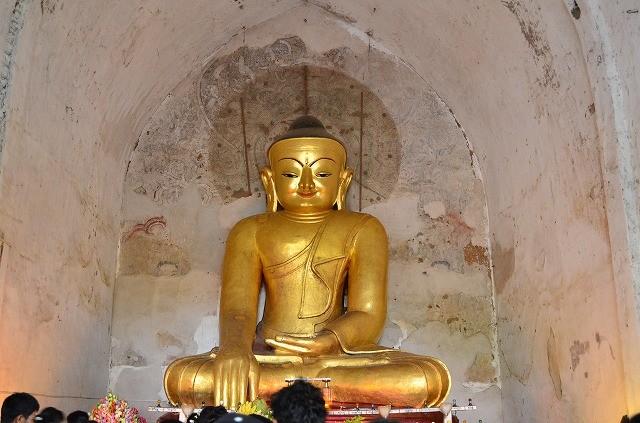 ゴドーパリィン寺院の仏像