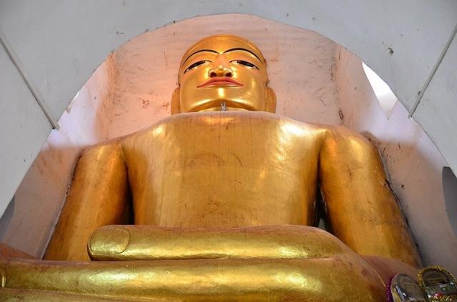 マヌーハ寺院仏像
