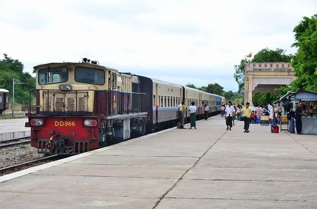バガン駅と鉄道