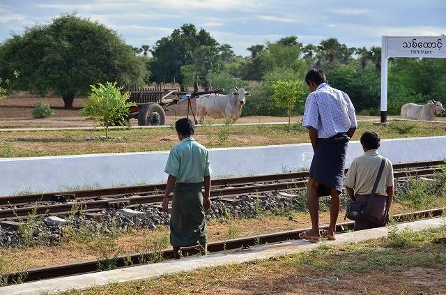 ミャンマー鉄道車窓から2