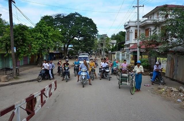 ミャンマー鉄道車窓から6
