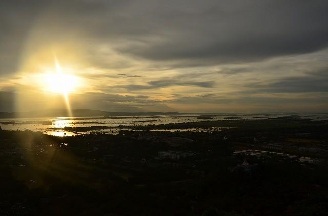 マンダレーヒルの夕陽