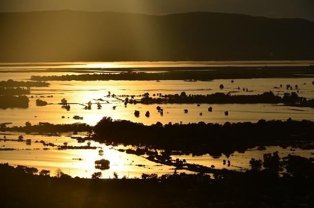 エーヤワディー川に映る夕陽