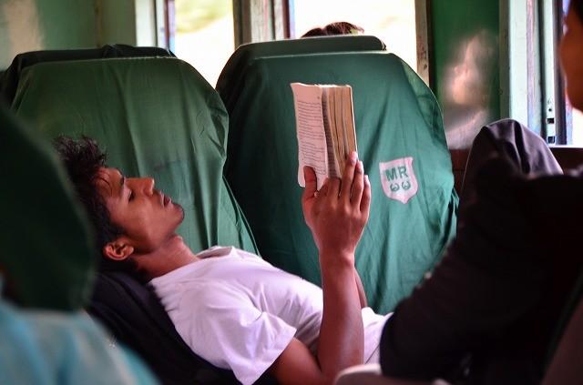 ミャンマー鉄道車内