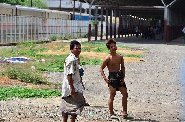 ミャンマー鉄道車窓から8