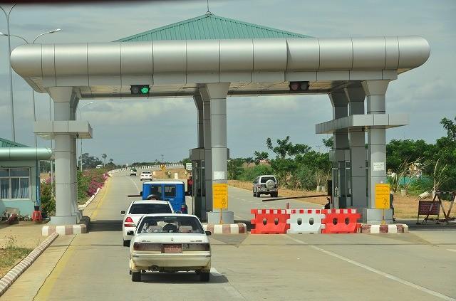ミャンマーの高速道路